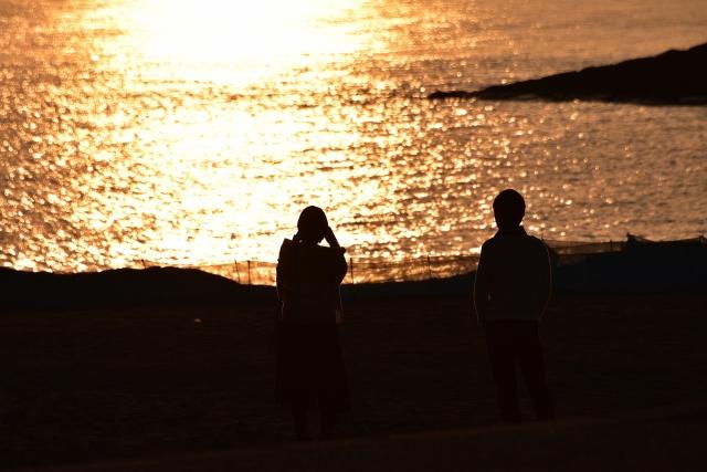 夕陽とカップル